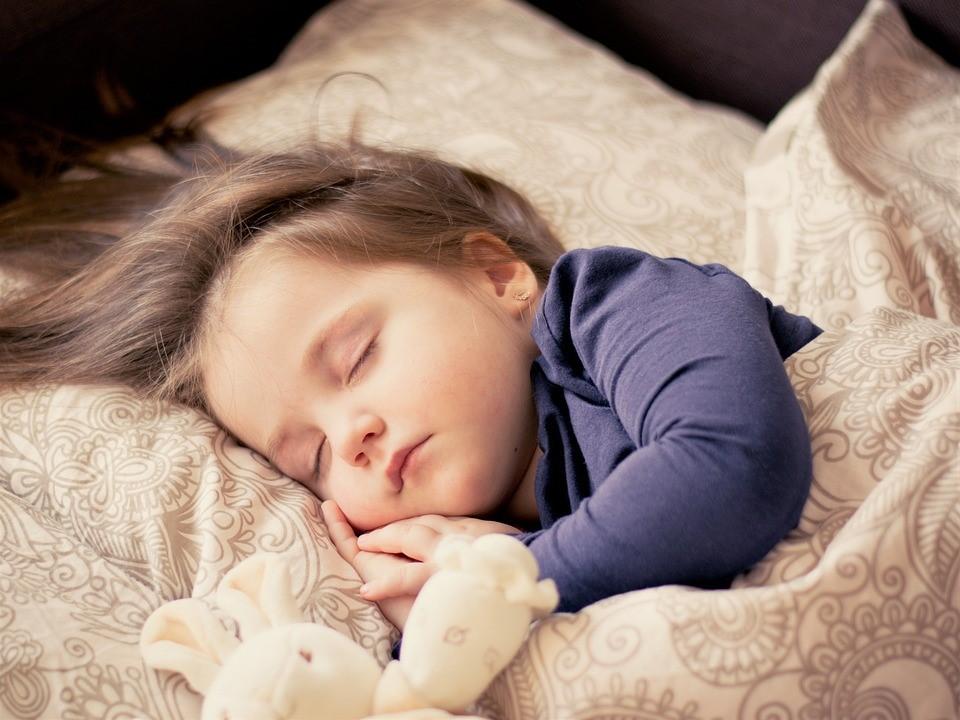 śpiąca dziewczynka