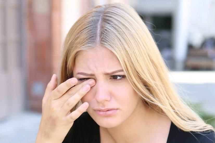 Jęczmień na oku i gradówka: domowe sposoby na leczenie guzków powiek.